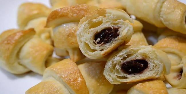 Печенье с малиновым вареньем из быстрого слоёного теста