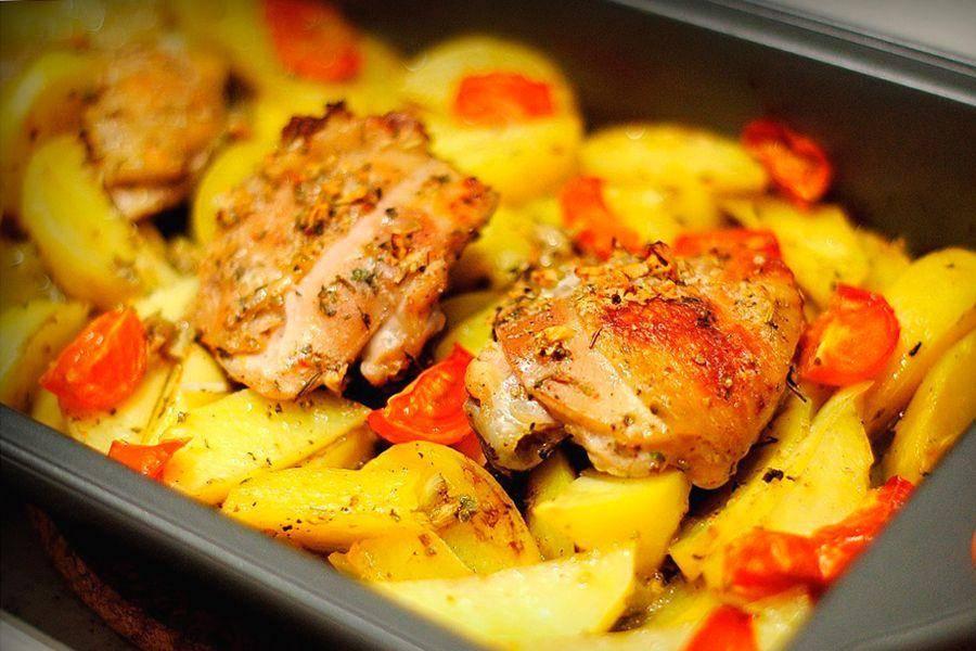 Куриные бёдра в тесте в духовке