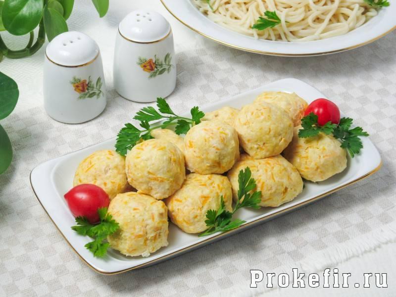 Нежные куриные котлеты с рисом и овощами