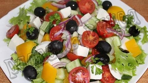 Легкий летний салат со стручковым горошком и сыром Моцарелла