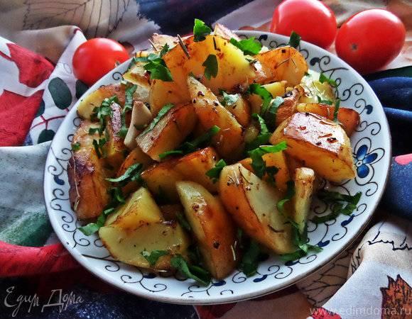 Теплый картофельный салат в тортилье