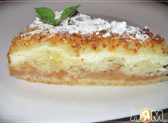 Шоколадно-творожный пирог с яблоками и вишнями