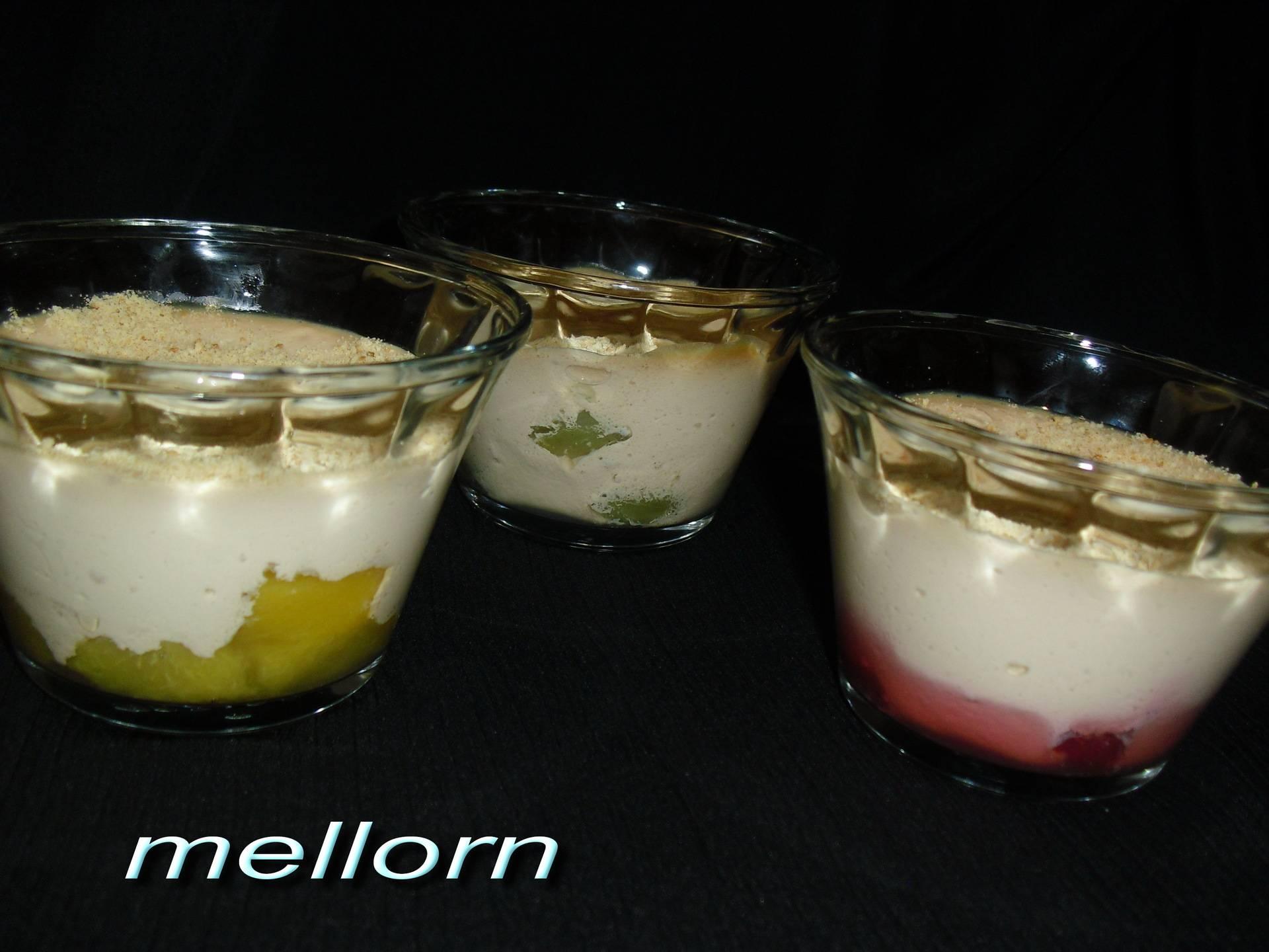 Десерт из ряженки с кусочками бисквита
