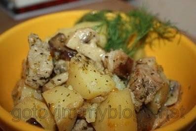 Как вкусно потушить картошку с ароматными грибами