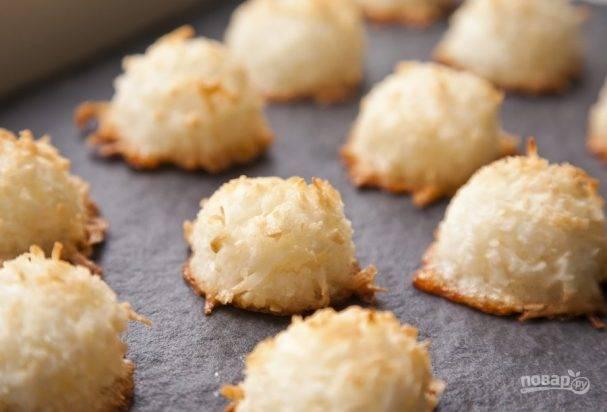 Постные булочки с кокосовой стружкой