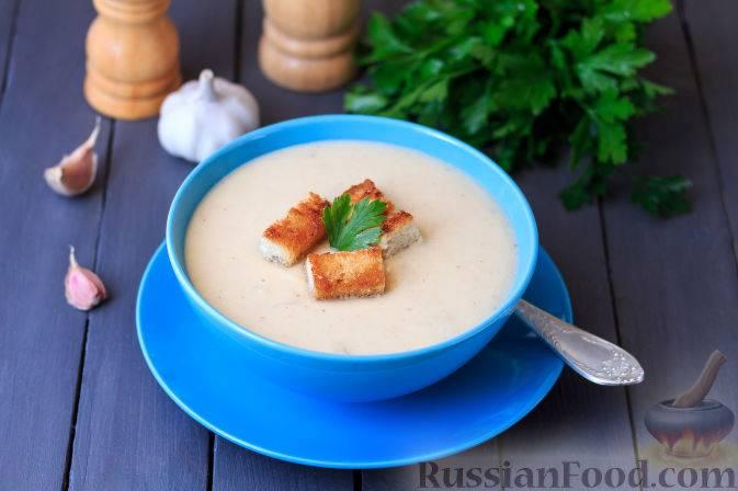 Чечевичный суп-пюре с чесночными гренками