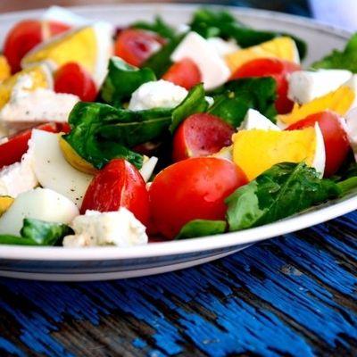Салат из кускуса моцареллы и помидор черри
