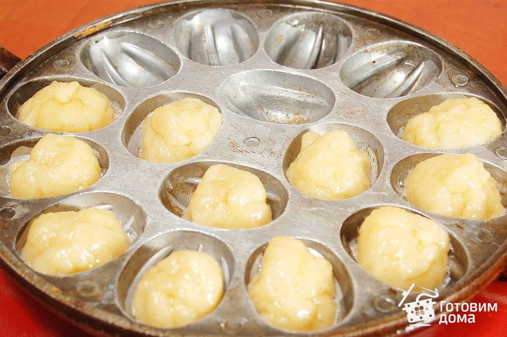 Готовим песочное тесто для «орешков» со сгущенкой