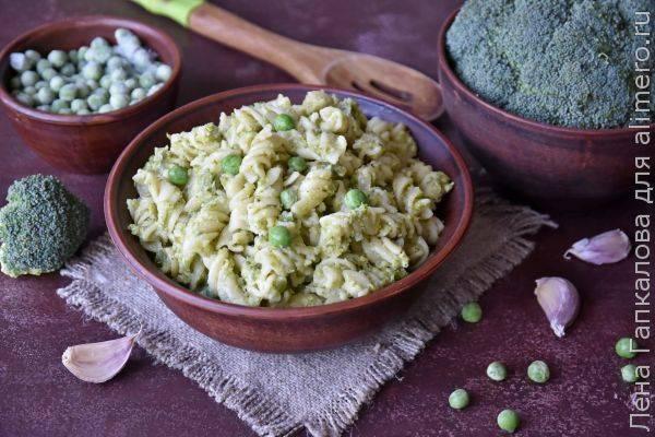 Паста из твердых сортов пшеницы в соусе из овощей