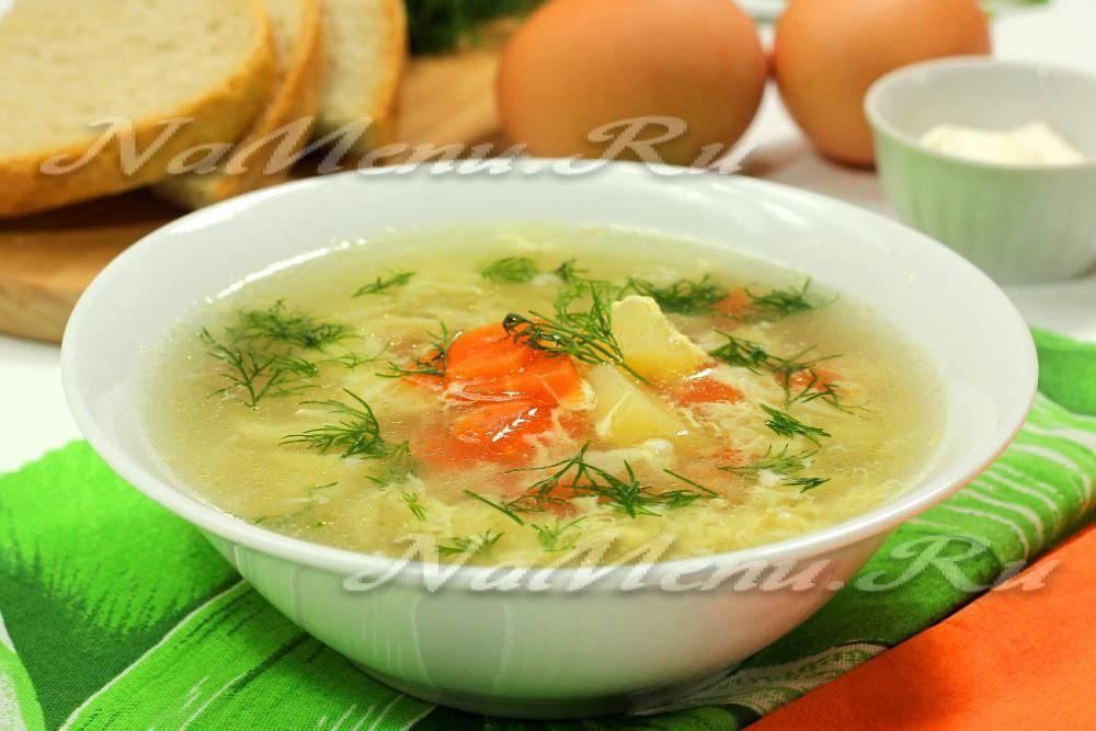Бульон со взбитым яйцом. картофельный суп с яйцом.