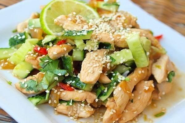 Картофельный салат с солеными огурцами - 6 пошаговых фото в рецепте