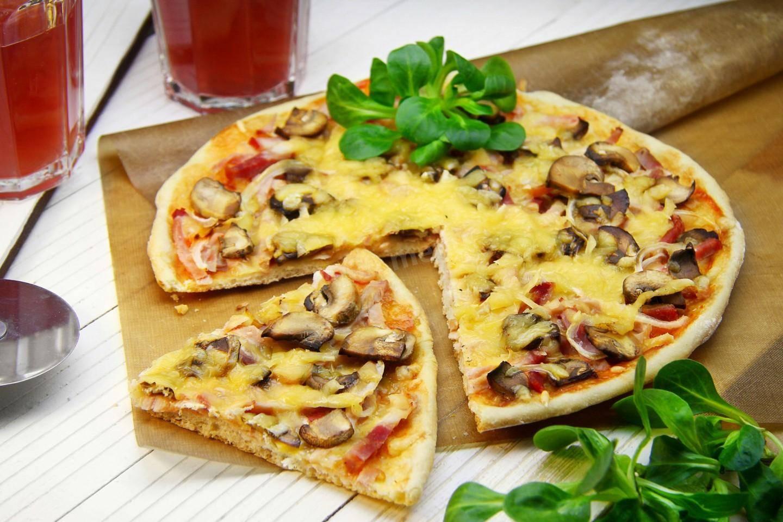 Пицца с шампиньонами – 7 рецептов приготовления