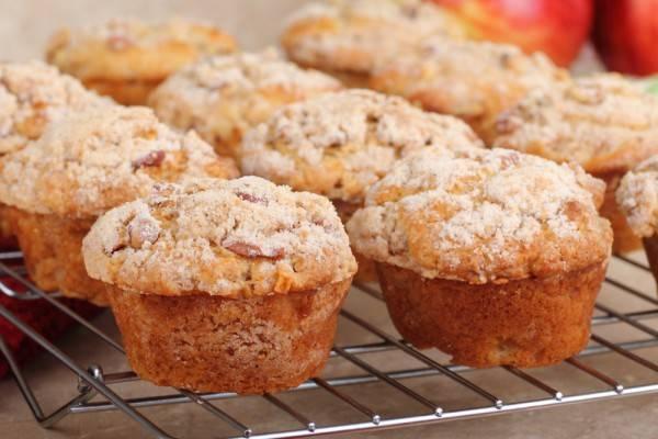 Кексы с яблоком в силиконовых формочках - 8 пошаговых фото в рецепте