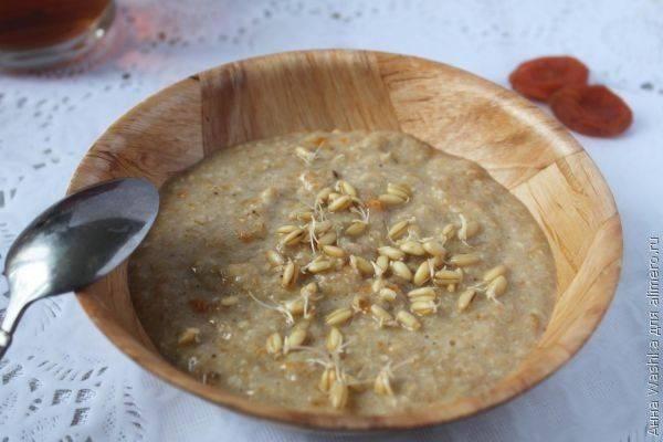 Каша из проростков пшеницы с бананом и сухофруктами