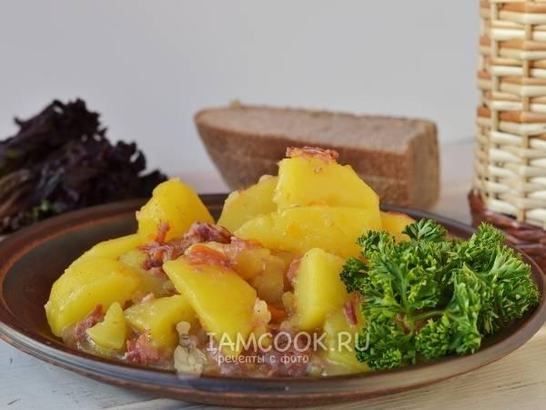 Картошка со свиной тушенкой в мультиварке