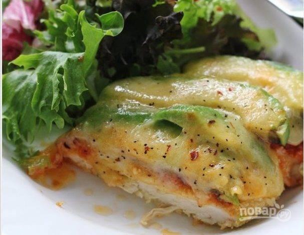 Как сделать куриный салатик с авокадо и грудкой