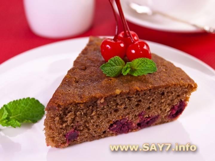 Творожно-шоколадный пирог с вишней