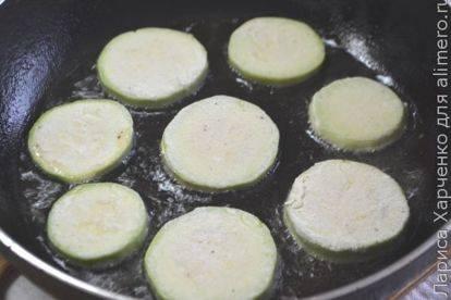 Кабачки в панировочных сухарях - 10 пошаговых фото в рецепте
