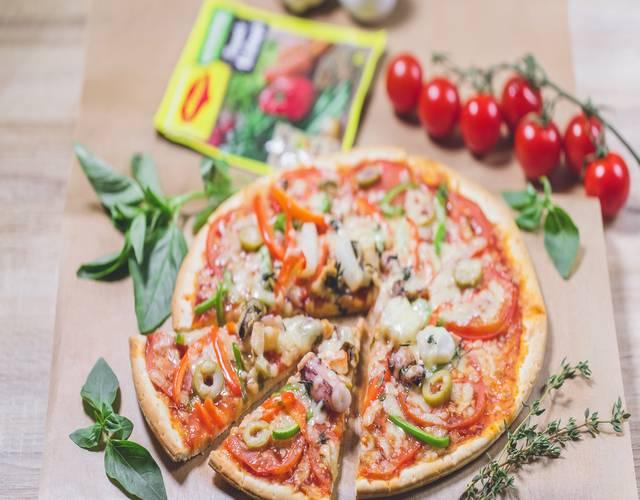 Пицца с мидиями и овощами