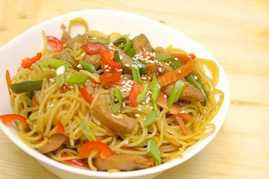 Лапша с курицей и овощами - 67 домашних вкусных рецептов приготовления