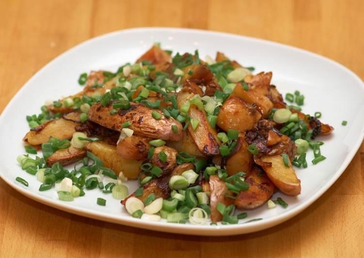 Жареная картошка с шампиньонами на сковороде