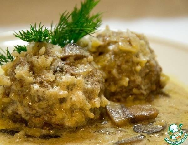 Гречневые тефтели с грибами в томатном соусе