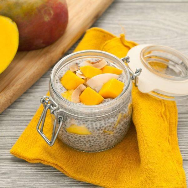 Чиа-пудинг с кокосом и манго: следуем трендам и питаемся полезно