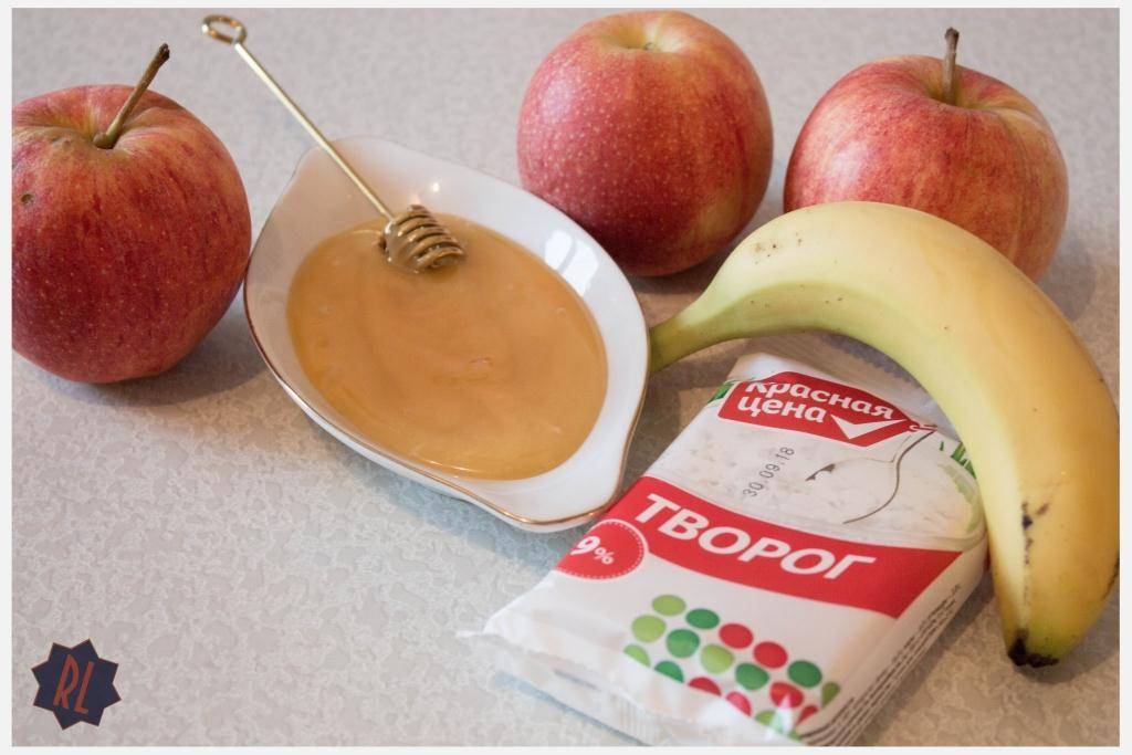 Запеченное яблоко с бананом в духовке