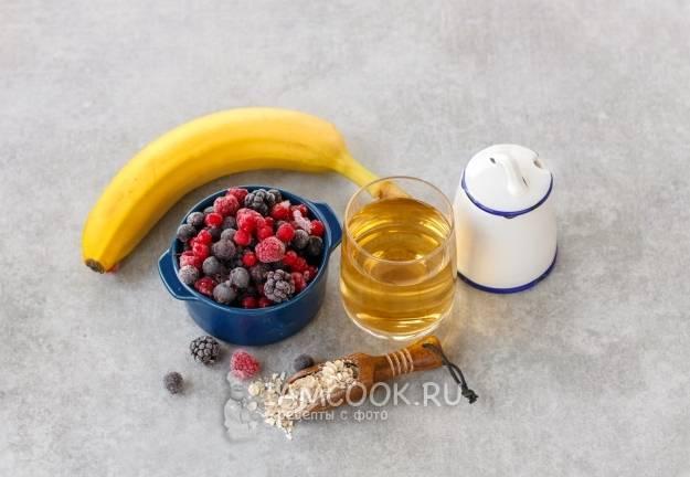 Смузи в блендере из замороженных ягод с добавлением йогурта