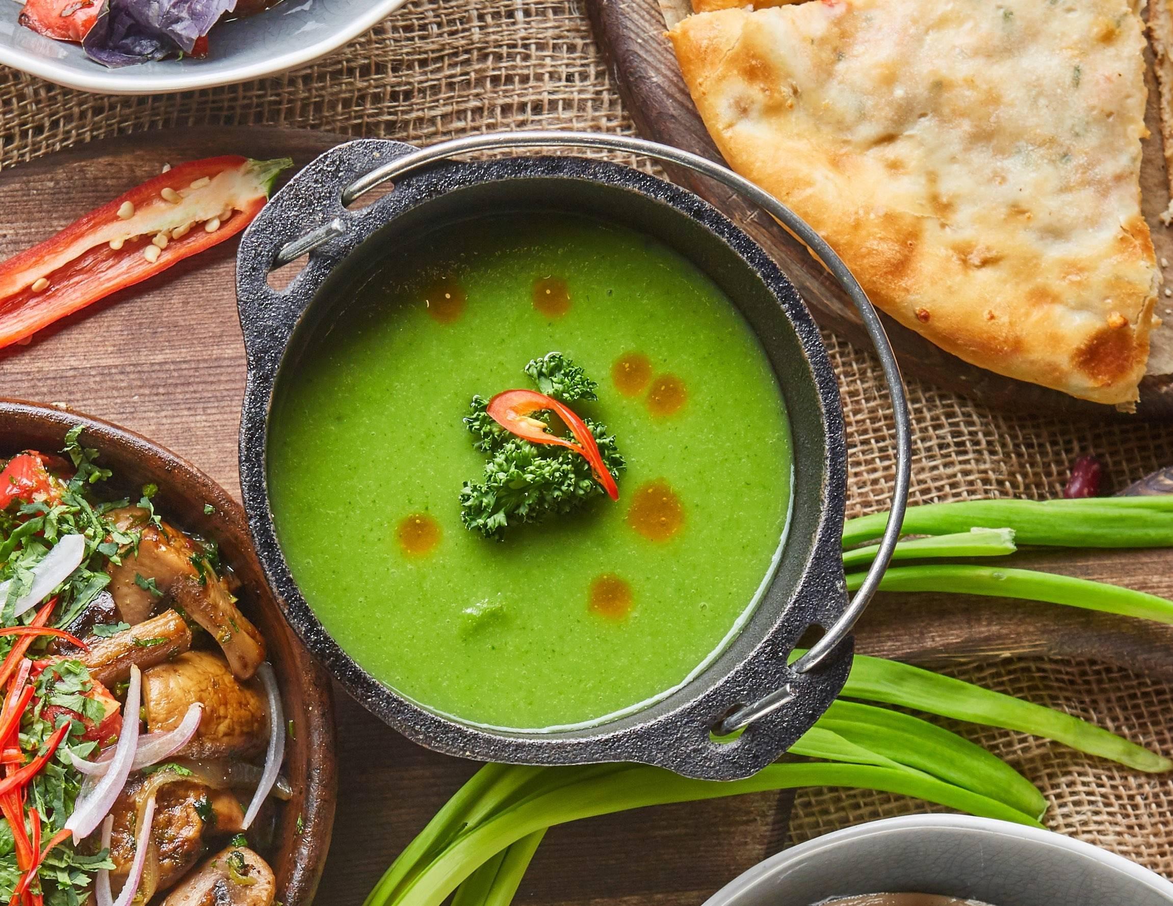 Холодный сливочный суп с кабачками и сыром
