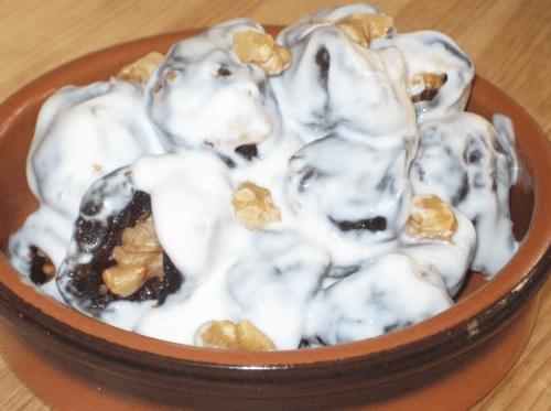 Быстрый десерт из сметаны и чернослива