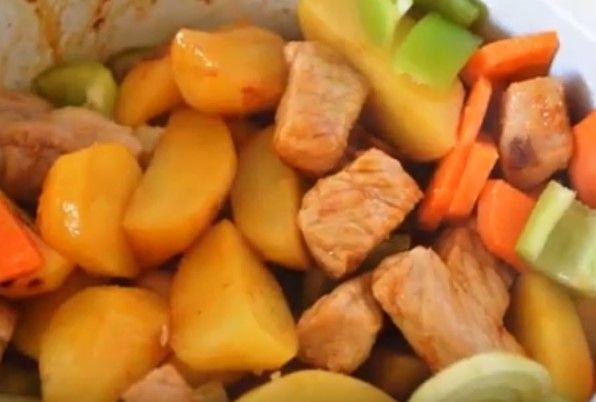 Паприкаш из свинины с лесными грибами - 11 пошаговых фото в рецепте