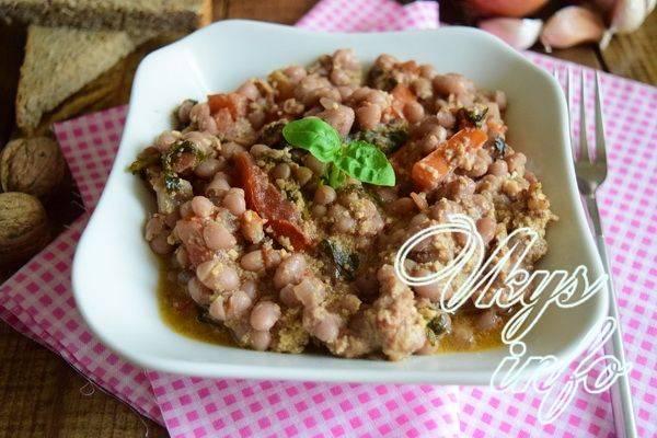 Мясное лобио в горшочках приготовленное в духовке