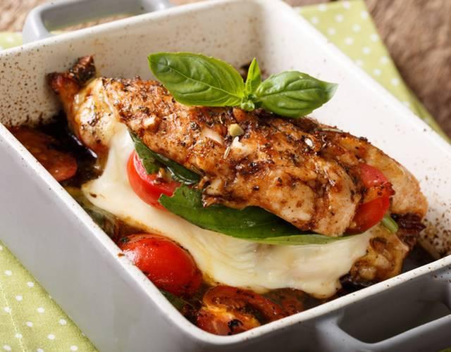 Фаршированная куриная грудка — 7 вкусных рецептов приготовления в духовке и на сковороде
