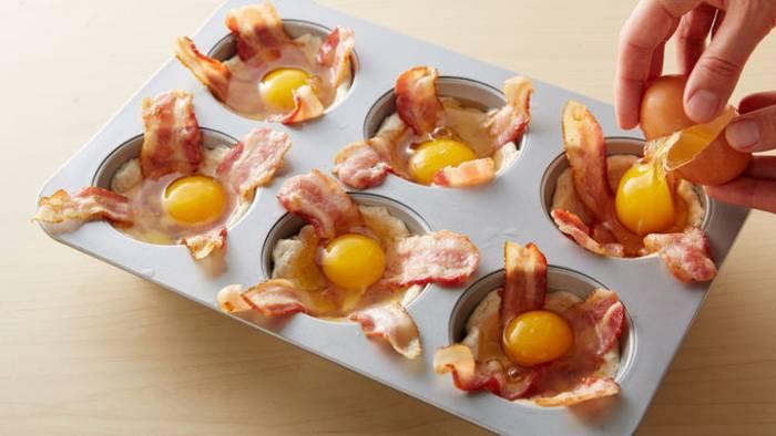 Лодочки с беконом и яйцом