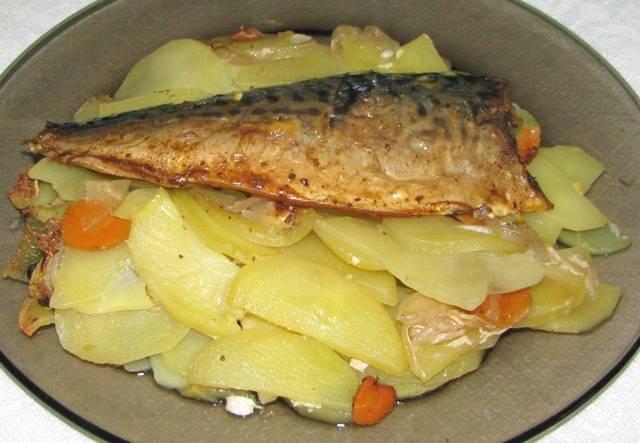 Форель запеченная с картофелем в чесночном соусе   vipvkusnyashka.ru