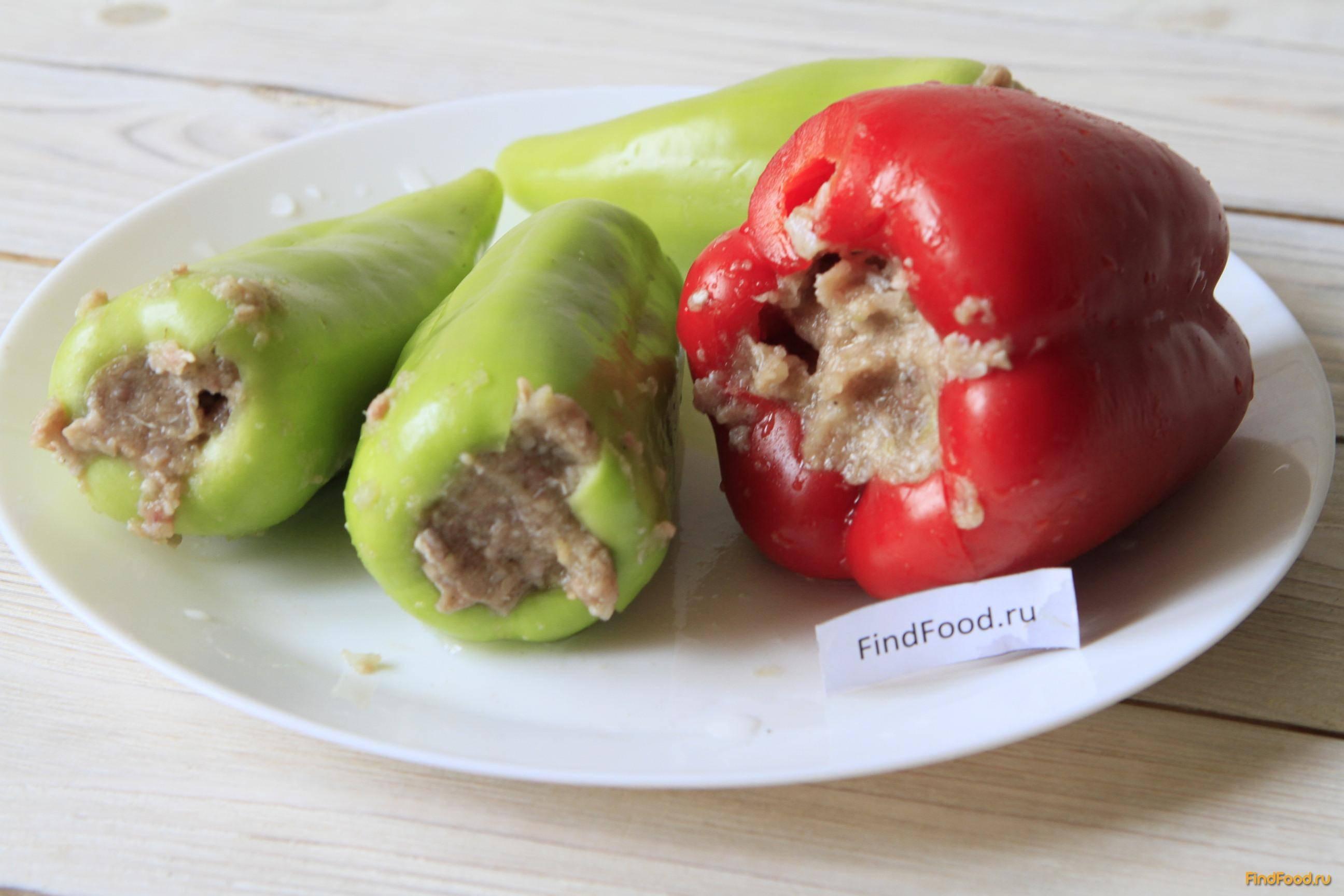 Картофель, запеченный с фаршированными перцами