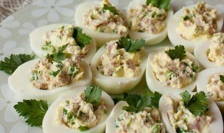 Блинчики с ветчиной и сыром: рецепт салата, фаршированные начинкой, калорийность яичных, луком, помидорами, видео, фото