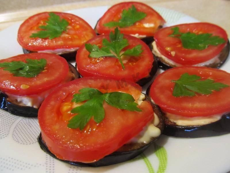Жареные баклажаны с помидорами: 7 классных рецептов |