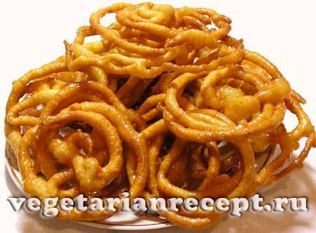 Индийская сладость ладду
