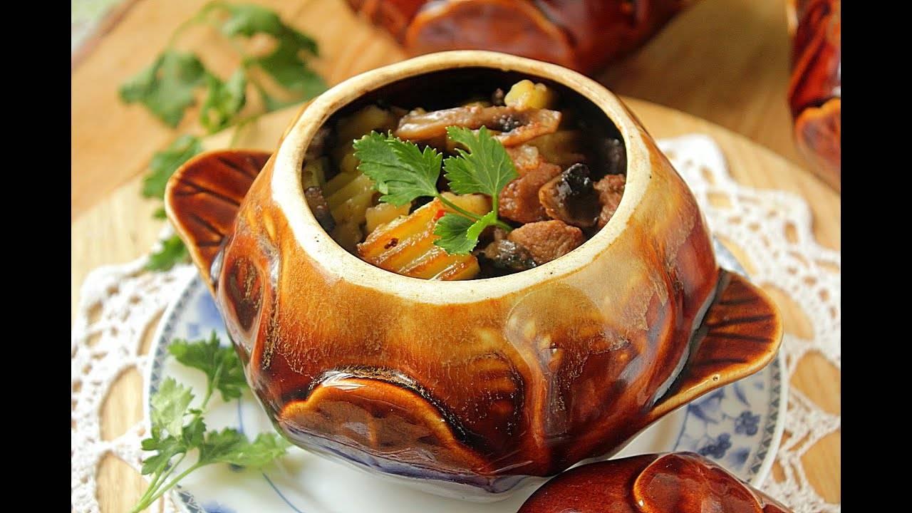Картошка, запеченная в горшочках с лесными грибами и овощами