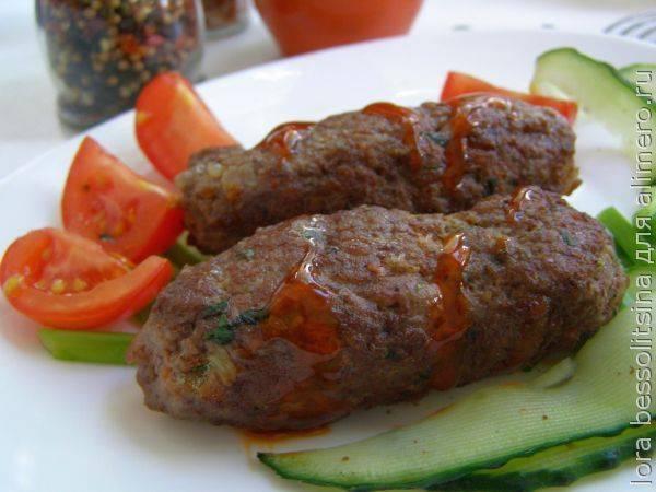 Люля-кебаб на сковороде из говядины, баранины, курицы и свинины