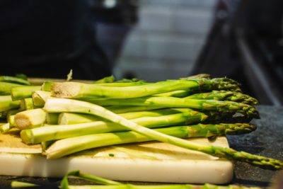 Как приготовить зеленую спаржу, чтобы она получилась мягкой, ароматной и вкусной?