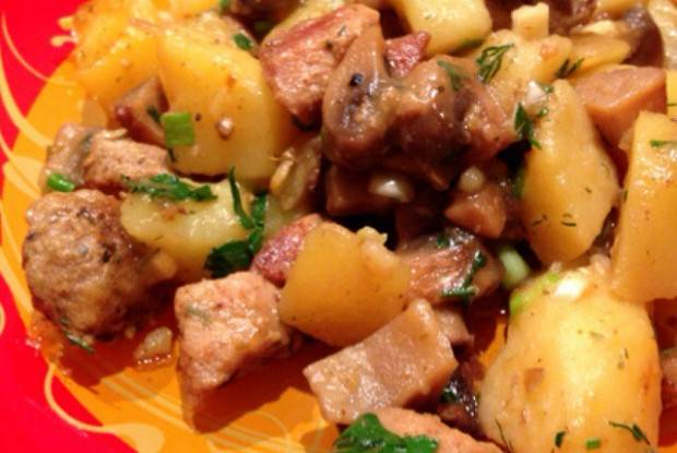 Картошка со свининой и грибами