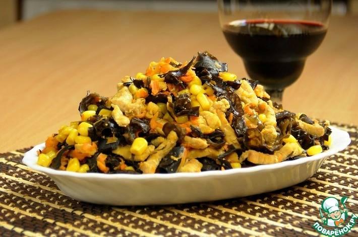 Салат из древесных грибов с фунчозой - любители азиатской кухни оценят