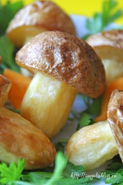 Грибы из картофеля на полянке