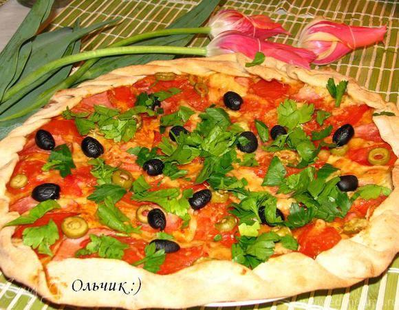 Пицца с ветчиной и оливками
