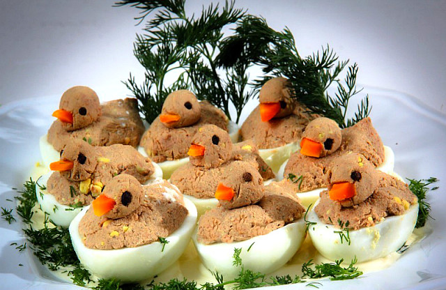 Фаршированные яйца: лучшие рецепты