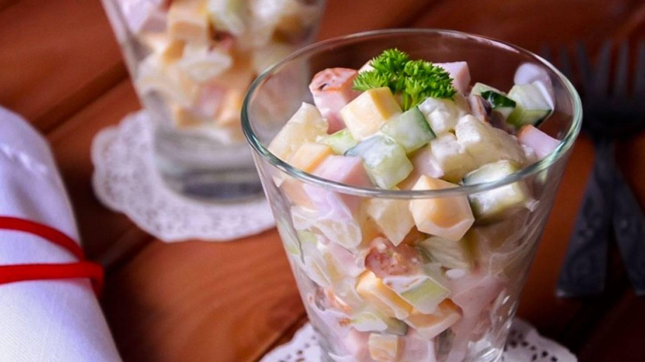 Салат с ананасами - 99 домашних вкусных рецептов приготовления