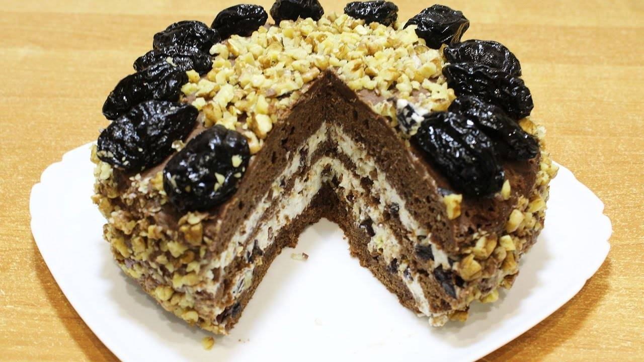 ️шоколадный торт с черносливом, грецкими орехами, сметанным кремом - рецепт с фото пошагово